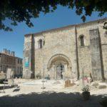 Accès à l'abbatiale Saint-Pierre